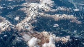 Vista aerea delle montagne alpine Immagini Stock