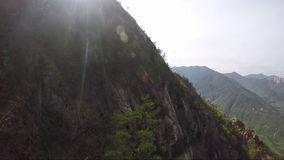 Vista aerea delle montagne della Corea del Sud archivi video