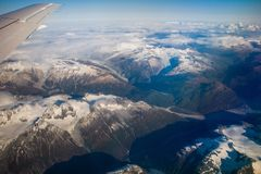 Vista aerea delle montagne intorno alla città di re Salmon, Alaska fotografie stock