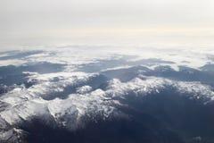 Vista aerea delle montagne nevose delle alpi Fotografie Stock