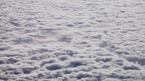 Vista aerea delle nubi Ciclone visto dall'aeroplano Concetto del cambiamento del tempo e di clima video d archivio