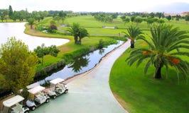 Vista aerea delle palme dei laghi di terreno da golf Fotografie Stock