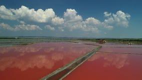 Vista aerea delle pentole del sale, saltworks del fuco vicino a Burgas, Bulgaria archivi video