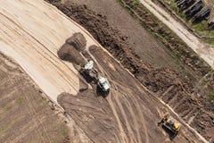 Vista aerea delle piste del motore della terra e della pista sulla sabbia Fotografia Stock Libera da Diritti