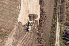 Vista aerea delle piste del motore della terra e della pista sulla sabbia Immagine Stock Libera da Diritti