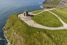 Vista aerea delle scogliere di fama mondiale di moher in contea Clare fotografia stock