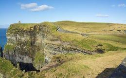 Vista aerea delle scogliere di fama mondiale di moher in contea Clare fotografia stock libera da diritti