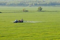 Vista aerea delle sostanze di spruzzatura del trattore Fotografia Stock Libera da Diritti