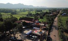 Vista aerea delle tempie in villaggi rurali nella stagione delle pioggie fotografia stock libera da diritti