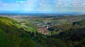Vista aerea di alta risoluzione del villaggio Andlau nell'Alsazia, Francia Fotografia Stock