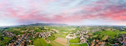 Vista aerea di bella campagna al crepuscolo Fotografia Stock