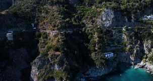Vista aerea di bella costa di Amalfi all'Italia del sud stock footage