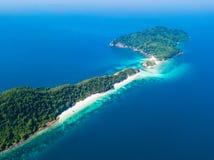 Vista aerea di bella isola dell'ustione del gallo nel Myanmar fotografia stock