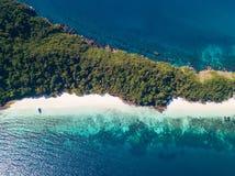 Vista aerea di bella isola dell'ustione del gallo nel Myanmar immagine stock
