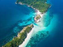Vista aerea di bella isola dell'ustione del gallo nel Myanmar immagini stock libere da diritti