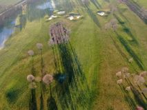 Vista aerea di bello golf verde immagine stock