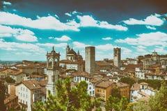 Vista aerea di bello orizzonte di Bergamo Alta, Italia Immagini Stock