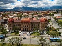 Vista aerea di Benigno Malo High School a Cuenca, Ecuador fotografia stock libera da diritti