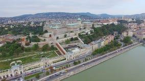 Vista aerea di Budapest attraverso il Danubio video d archivio