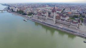 Vista aerea di Budapest attraverso il Danubio archivi video