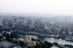 Vista aerea di Cairo con Nilo durante il tramonto nell'egitto in Africa Fotografia Stock