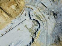 Vista aerea di cemento diging su coltivazione a cielo aperto Fruska Gora Serb Immagine Stock