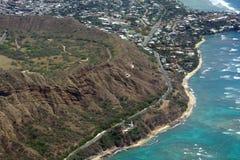 Vista aerea di Diamond Head Crater, faro, spiaggia, probabilità di intercettazione nera Immagini Stock