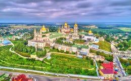 Vista aerea di Dormition santo Pochayiv Lavra, un monastero ortodosso in Ternopil Oblast dell'Ucraina immagine stock libera da diritti