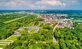 Vista aerea di Fontainebleau e di Avon Dipartimento del Seine-et-Marne della Francia fotografia stock libera da diritti
