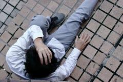 Vista aerea di giovane uomo asiatico sollecitato frustrato di affari che ritiene deludente con il lavoro Concetto disoccupato del Immagini Stock Libere da Diritti