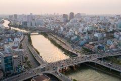 Vista aerea di Ho Chi Minh City a tempo di tramonto in via di sviluppo la novità a fotografia stock libera da diritti