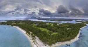 Vista aerea di Ile Cerfs aus., Mauritius Panorama dell'isola dei cervi L'isola famosa dei cervi fotografia stock libera da diritti
