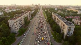 Vista aerea di ingorgo di traffico nella città video d archivio