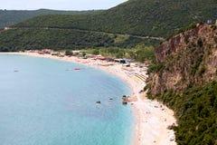 Vista aerea di Jaz Beach vicino alla città di Budua, Montenegro I Balcani, mare adriatico, Europa fotografia stock libera da diritti