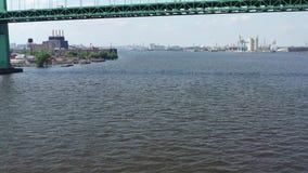 Vista aerea di Jet Skiers su PA del fiume Delaware Filadelfia archivi video