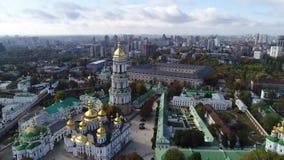 Vista aerea di Kiev Pechersk Lavra in autunno, Kiev, Kyiv, Ucraina stock footage