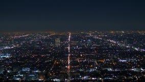 Vista aerea di Los Angeles di notte - dal Hollywood Hills video d archivio