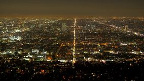 Vista aerea di Los Angeles di notte - dal Hollywood Hills stock footage