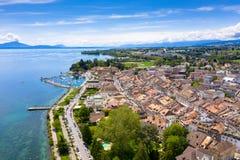 Vista aerea di lungomare della città di Morges nel confine di Leman Lake in Svizzera fotografia stock libera da diritti