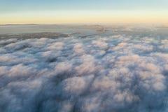 Vista aerea di Marine Layer e di San Francisco Bay Area fotografia stock libera da diritti