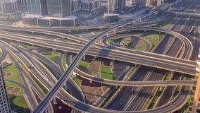 Vista aerea di mattina di scambio della strada principale nel timelapse del centro del Dubai archivi video