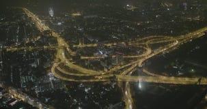 Vista aerea di notte dell'intersezione di Ratchaprarop stock footage