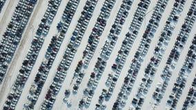 Vista aerea di nuovo parcheggio di stoccaggio dell'automobile Industria automobilistica archivi video