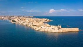 Vista aerea di Ortigia, centro storico della città di Siracusa immagini stock libere da diritti