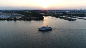 Vista aerea di PA del fiume Delaware Filadelfia della nave passeggeri video d archivio