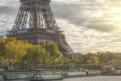 Vista aerea di paesaggio urbano di Parigi con la torre Eiffel al tramonto in Francia Fotografia Stock