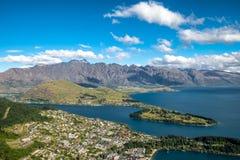 Vista aerea di paesaggio urbano di Queenstown, Nuova Zelanda Immagini Stock