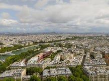 Vista aerea di paesaggio urbano di Parigi compreso il fiume la Senna, dalla torre Eiffel fotografia stock libera da diritti