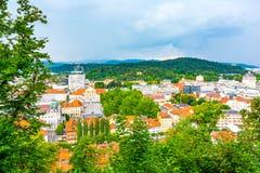 Vista aerea di paesaggio urbano di Transferrina Guardi alla capitale della Slovenia dal parco del castello fotografia stock libera da diritti