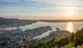 Vista aerea di Panaromic della città di Bergen dal punto di Mountain View di Floyen fotografie stock
